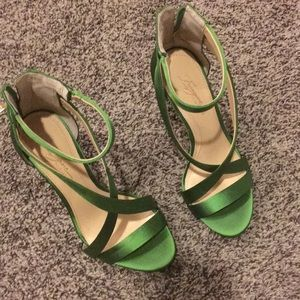 Vince Camuto green heels 5.5